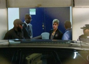 Justin Bieber desembarca no Brasil e pede para conhecer Anitta
