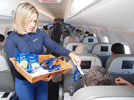 O tão elogiado serviço de bordo da Azul: snacks e bebidas à vontade - Crédito: Azul/Divulgação