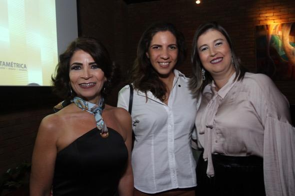 Kátia Tavares, Paula Fernanda e Tarciana Marques.