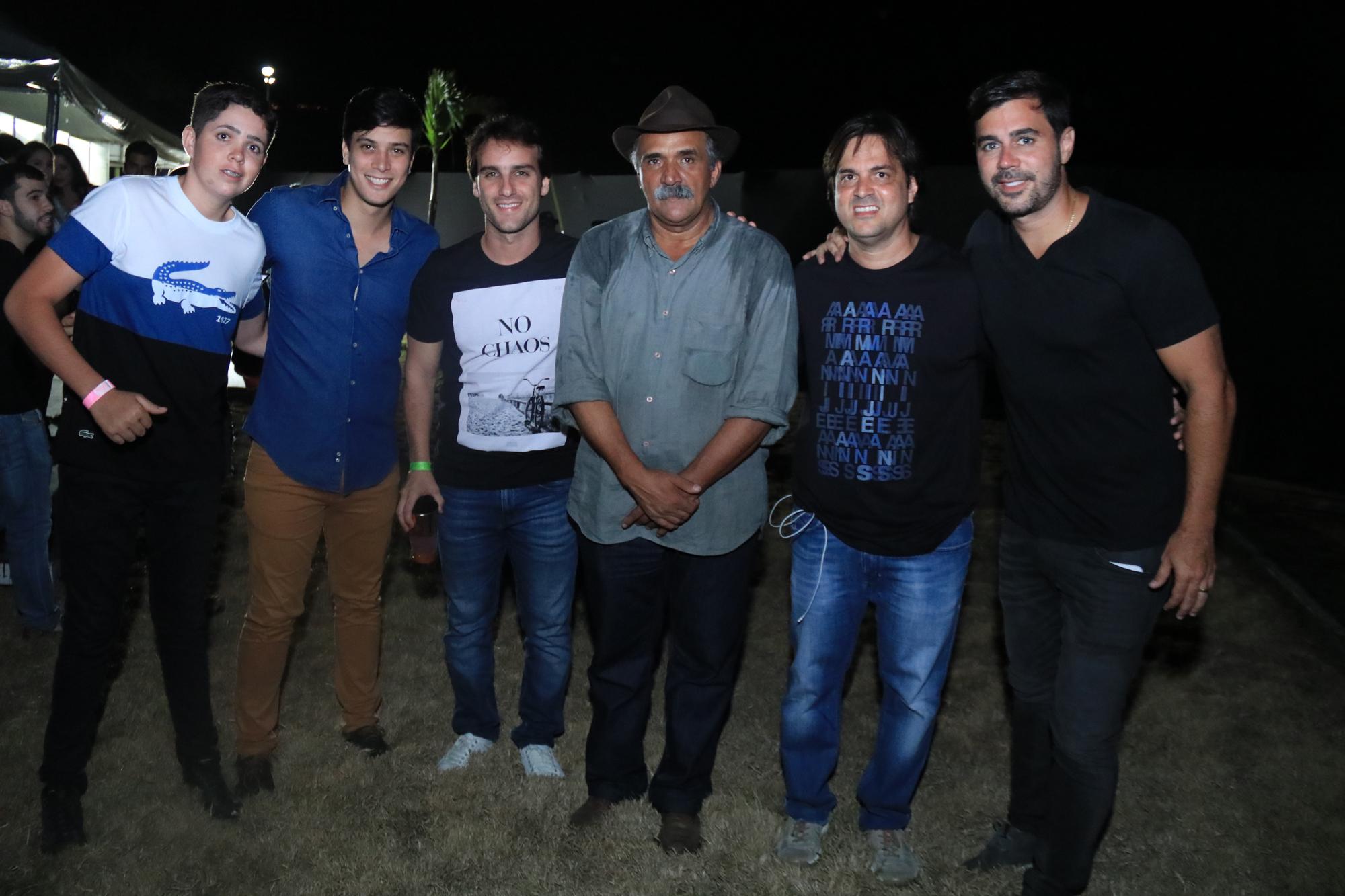 Eduardo Campelo, Bruno Ramos, Seu Antônio, Bruno Rêgo e Thiago Dias - Crédito: Luiz Fabiano/Divulgação