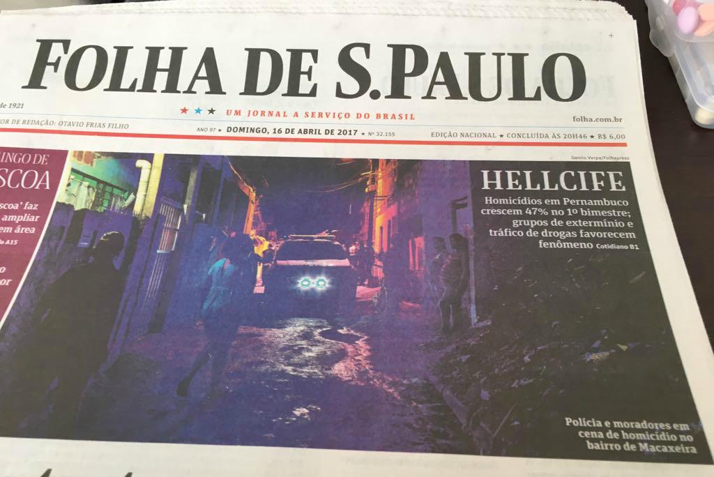 """A chamada na capa fala de """"Hellcife"""" - Crédito: Reprodução/Folha de S.Paulo"""