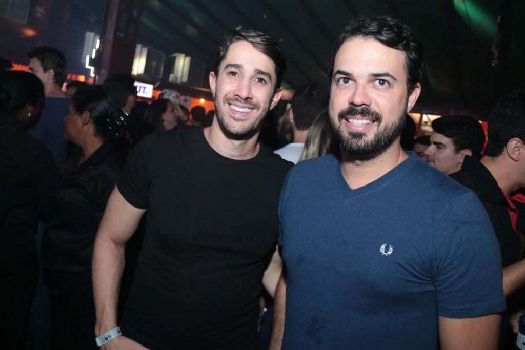 O arquiteto Diogo Viana e amigo - Crédito: Luiz Fabiano