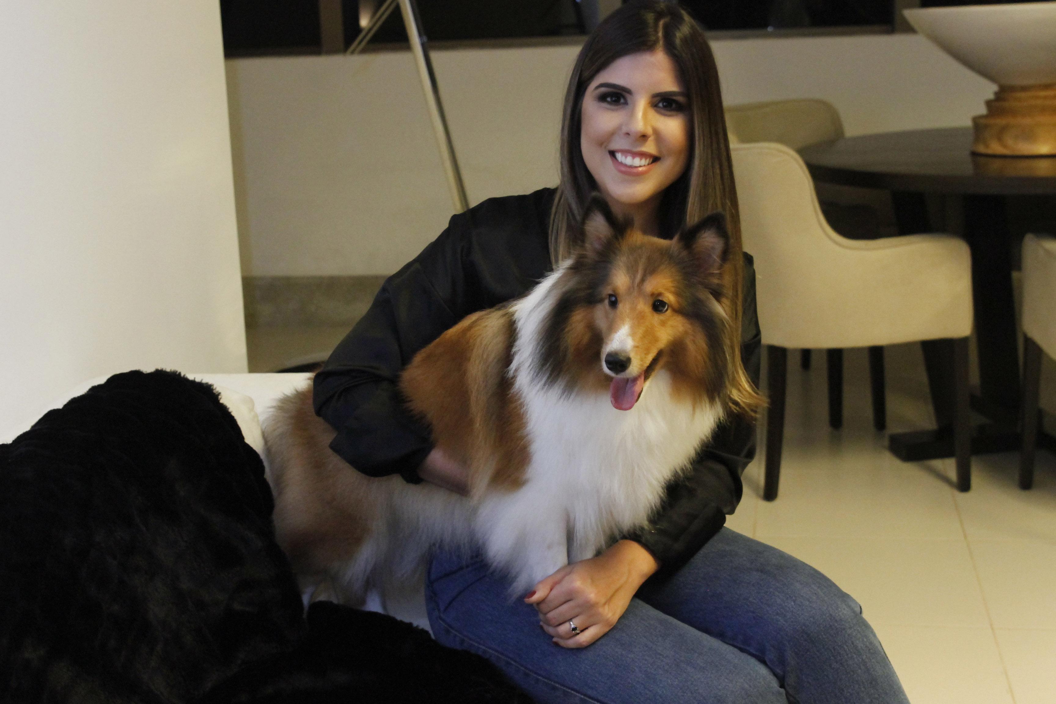 A cadelinha é muito brincalhona e cuida da família inteira - Crédito: Ricardo Fernandes/DP