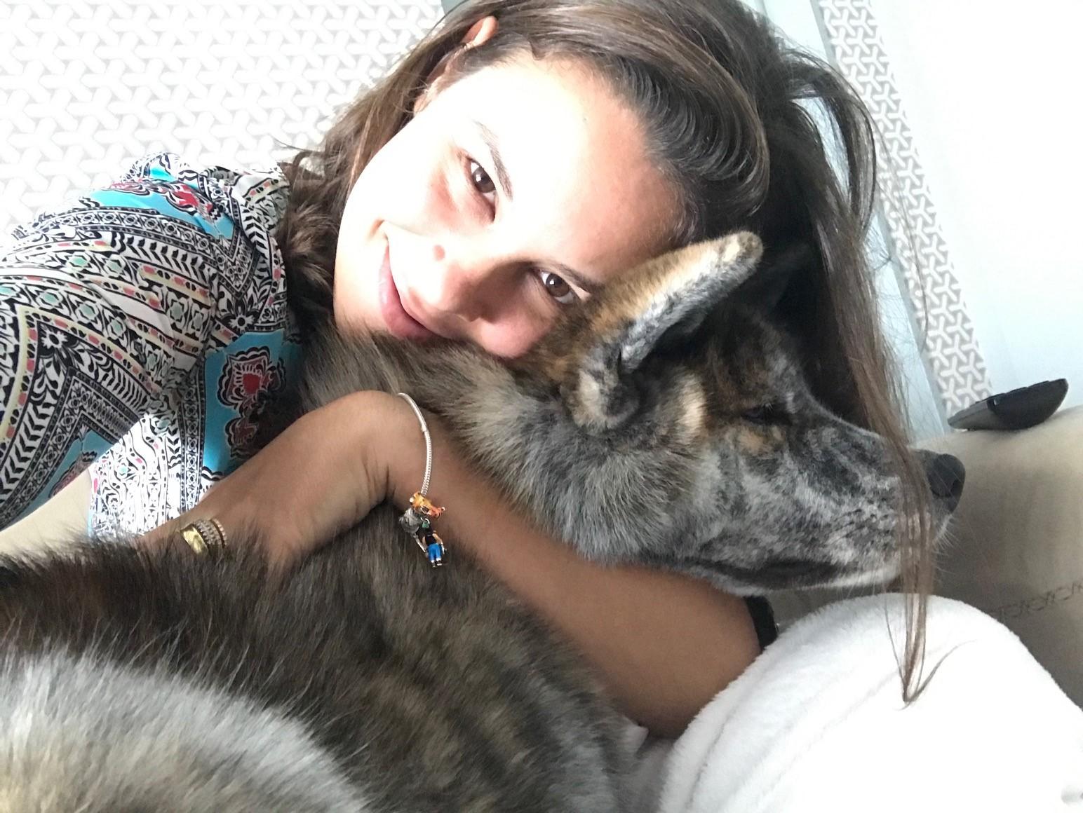 Amanda revela que não consegue resistir aos desejos do cachorro - Crédito: Arquivo Pessoal