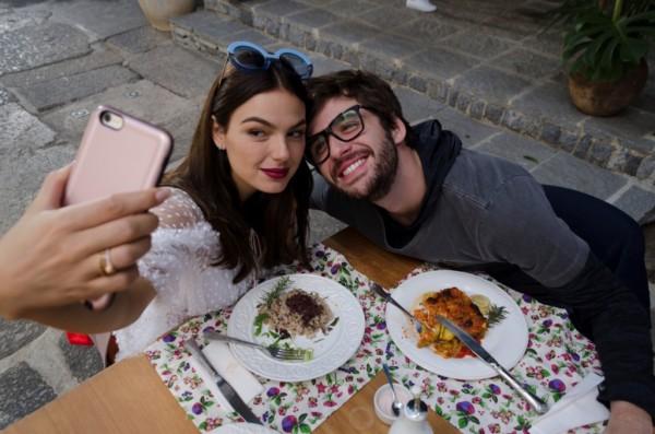 Gil Coelho e Isis Valverde são protagonistas do filme Amor.com - Crédito: Divulgação do filme