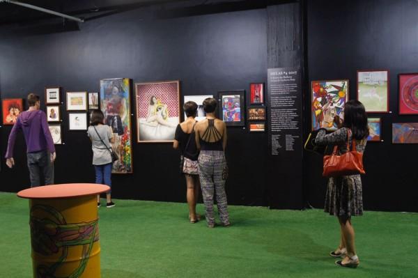 Exposição 'Delas' toma conta de toda a parede da Mostra - Crédito: Ricardo Fernandes/DP