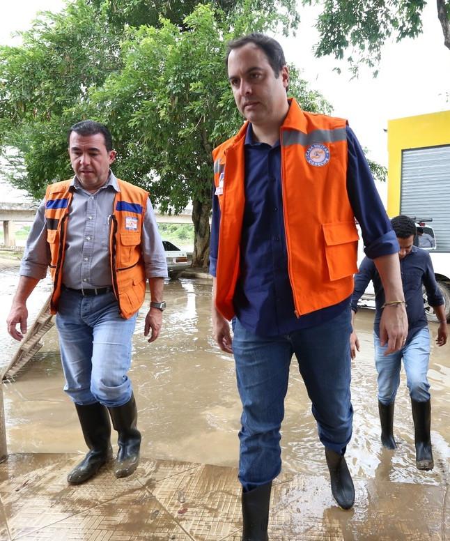 Paulo Câmara visita cidades atingidas pelas chuvas/Divulgação