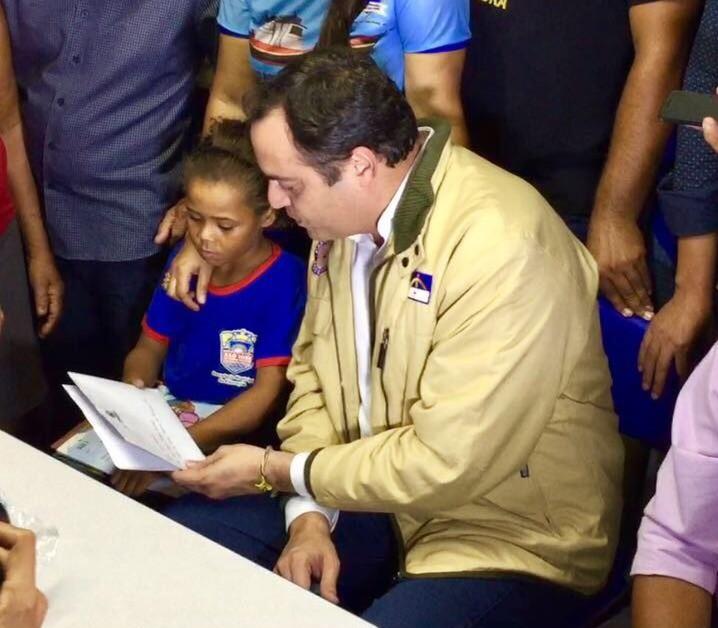Governador encontrou com a menina nessa segunda-feira - Crédito: Reprodução/Twitter/Cecília Ramos