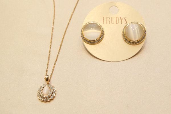 Conjunto de colar e brincos por R$ 84,80 na loja Trudys - Crédito: Nando Chiappetta/DP brinco.