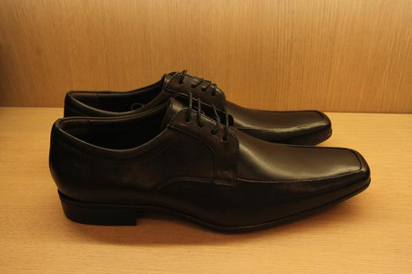 Sapato social na loja Sergio's por R$ 229,90  - Crédito: Nando Chiappetta/DP