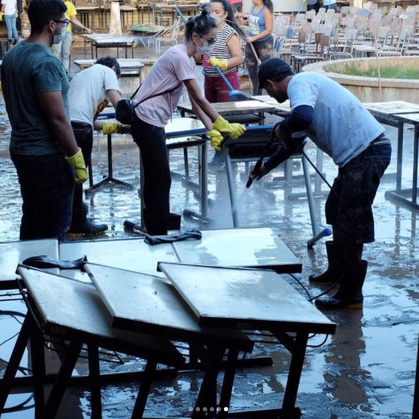 Os voluntários também limparam escolas atingidas pela enchente - Crédito: Natalia Avani/Reprodução/Instagram