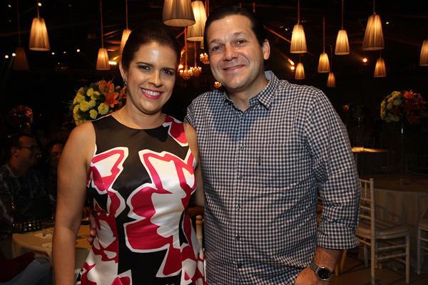O prefeito Geraldo Julio e a primeira-dama Cristina Mello - Crédito: Roberto Ramos / DP