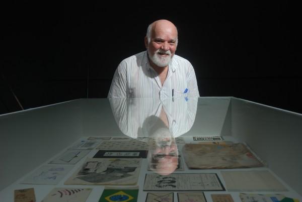 Paulo Bruscky será um dos homenageados da revista - Crédito: Marcelo Soares/Esp. DP