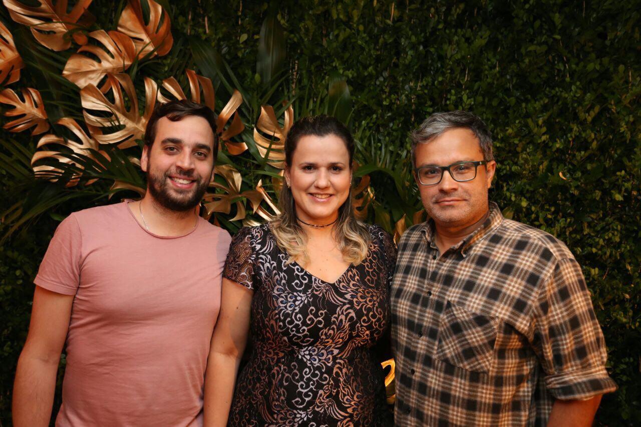 Yuri Bruscky, gerente de eventos, Janaína Guerra e Luciano Lacerda - Crédito: Divulgação