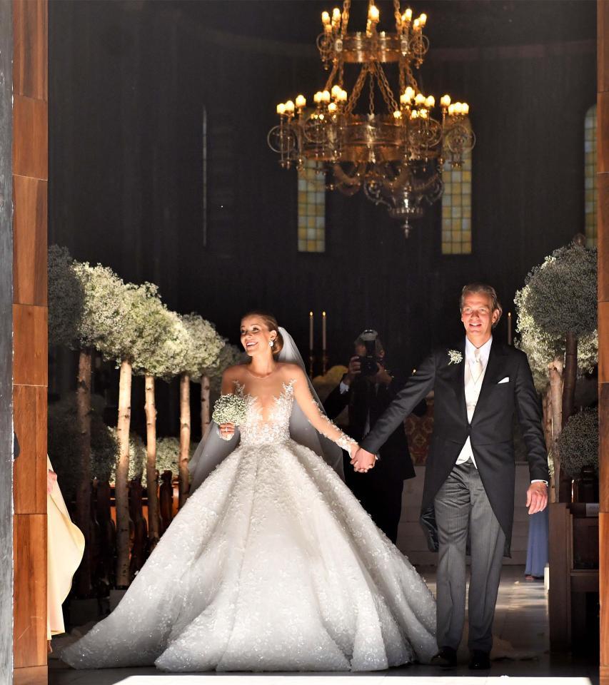Vestido pesada 46 kg e custa R$ 3,4 milhões - Crédito: Reprodução/The Sun