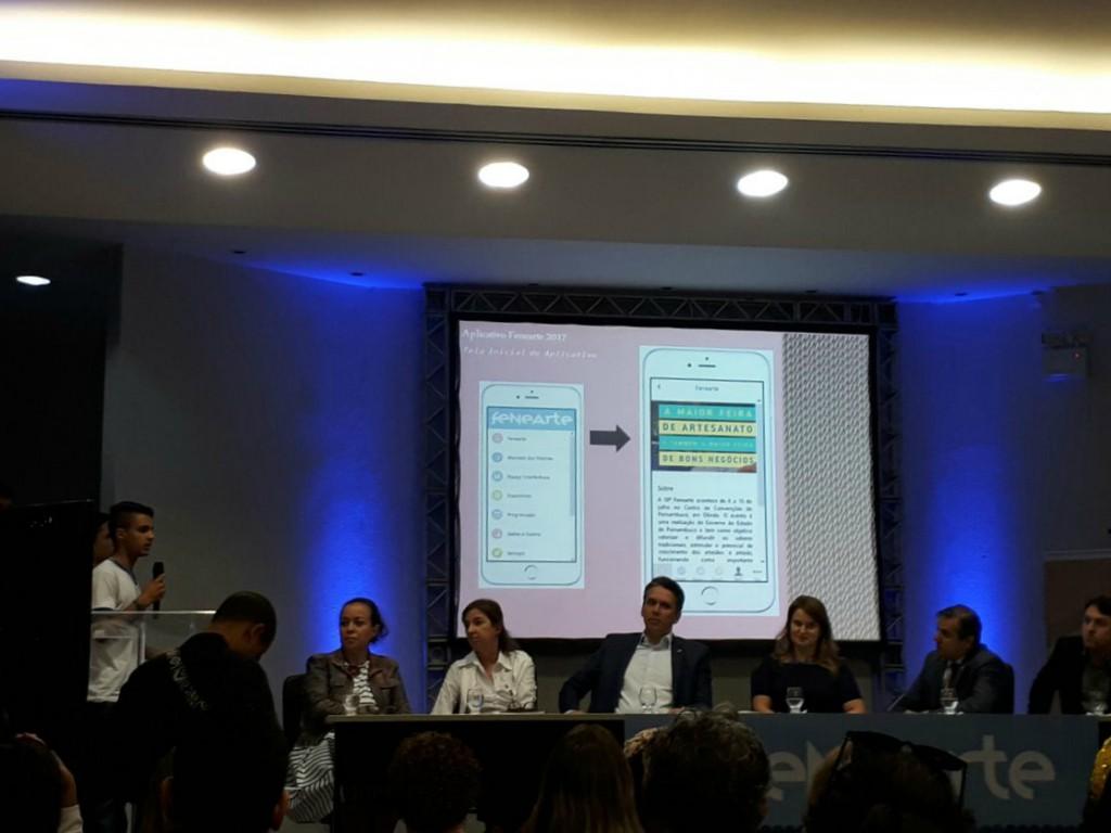 Alunos da rede estadual de ensino desenvolveram um aplicativo para a feira - Crédito: Marília Gouveia/Esp. DP