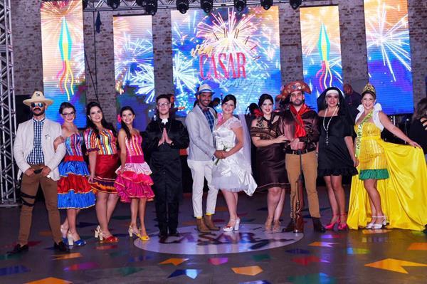 Os organizadores se vestiram a caráter e incorporaram os personagens juninos - Crédito: Antônio Félix