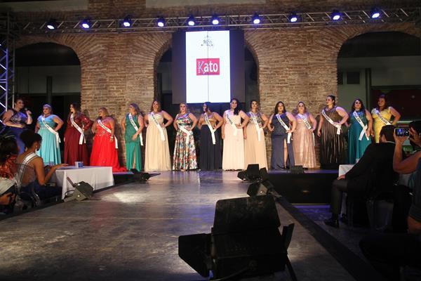 Todas as 14 candidatas em traje de gala - Crédito: Roberto Ramos