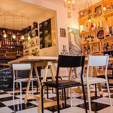 Local só comporta 20 pessoas - Crédito: Reprodução/pinacocktails.com