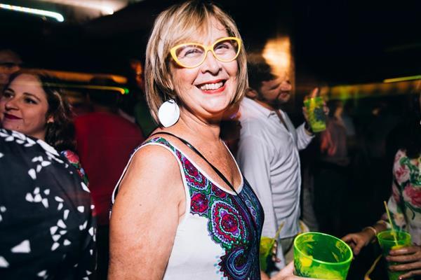 Rita Freitas, mãe do produtor Lucas Logiovine, prestigiou a festa do filho - Crédito: Divulgação