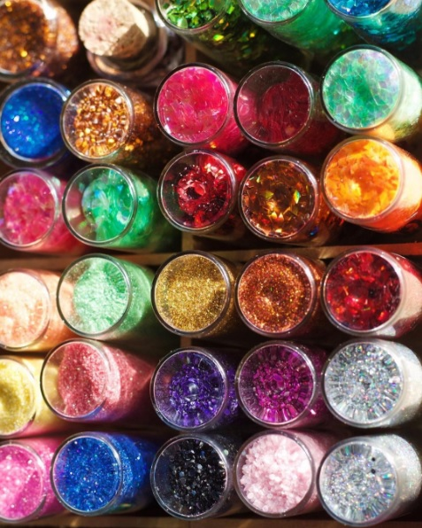 "Festa terá ""open glitter"" - Crédito: Reprodução/Instagram/Contém Glitter"