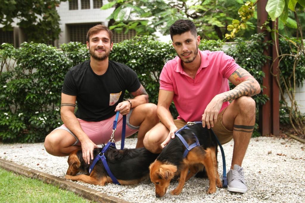 Leonardo Cavalcanti e Juliano da Natividade com seus filhos Fred e Balthazar - Marlon Diego/Esp. DP