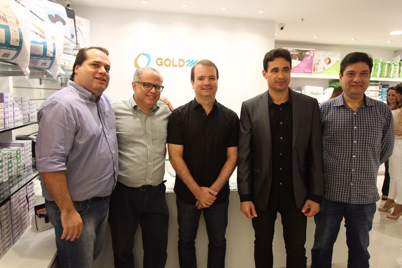 Os gerentes da rede Gustavo Monteiro, Carlos Baptista, Bruno Carneiro Leão, Marcos Leandro Silva Menezes e Raul Carvalho