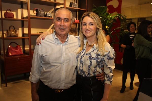 Gabriel Bacelar com a gerente da loja no Recife, Daniela Gontijo - Crédito: Nando Chiappetta/DP