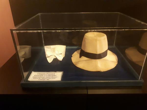O colarinho e chapéu do inventor - Crédito: Marília Gouveia/DP