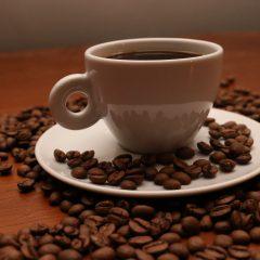 Beber café reduz risco de morte, diz estudo