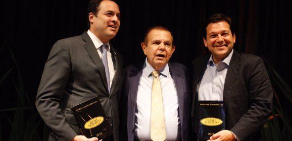 Confira a galeria do lançamento do livro Sociedade Pernambucana