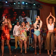 Sem Gaby Amarantos, Queirogada anima noite de quinta-feira e reúne famosos no Recife