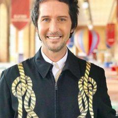 """Arlindo Grund estreia programa solo na televisão: """"Convidei o Alexandre Herchcovitch para desenvolver algumas peças"""", disse o pernambucano"""