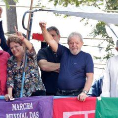 Em discurso, Lula admite que vai se entregar