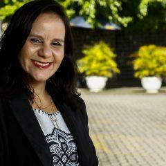 """Programa Mãe Coruja Recife: """"Posso ver como meu trabalho muda a realidade de uma família"""", diz Cláudia Soares"""