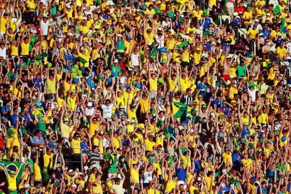 3be2f3cb9f Torcida brasileira cria novo canto para a seleção na Copa
