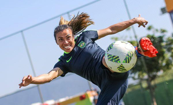 06c221caf5abd Marta supera Pelé em número de gols pela seleção brasileira