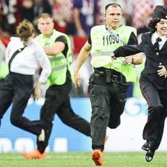 Justiça pede prisão de membros do Pussy Riot após protesto na Copa