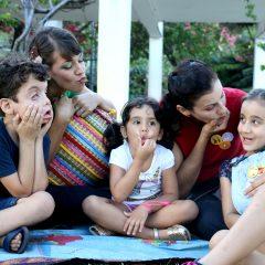 Bruna Peixoto e Camila Puntel guardam histórias em um balaio mágico