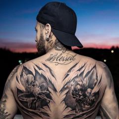 Neymar faz tatuagem gigante com os personagens Batman e Homem Aranha