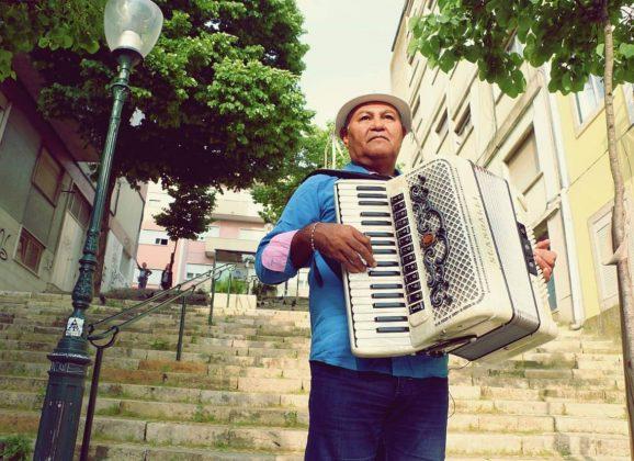 Mestre Gennaro traz o Forró Pé de Serra em apresentações juninas