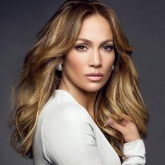Jennifer Lopez completa 50 anos e posta boomerang festivo