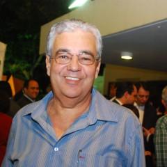 O livro de Antônio Moraes ficou para o final do ano