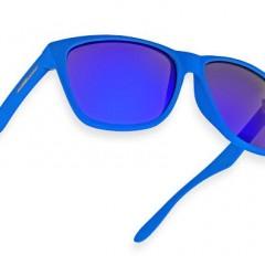 A moda dos óculos coloridos e espelhados
