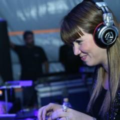 DJ Allana Marques sopra as velinhas