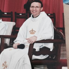 """Padre Cosmo vai lançar o livro """"Orações"""""""