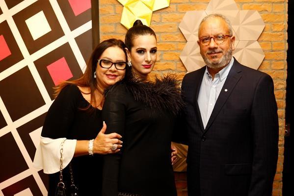 Amarilis Andrade e Wagner Andrade ladeando a empresaria Patricia Maya.  Crédito: Marlon Diego/Esp.DP