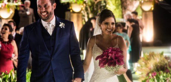 Sofisticação, flores e encanto: o sim de Suellen Figueirôa e Gustavo Melo