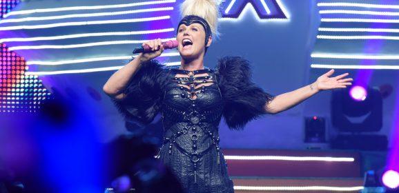 """""""Fico feliz por receber tanto carinho do público que cresceu comigo"""", diz Xuxa sobre show em Olinda"""
